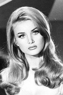 1970s Hairstyles, Vintage Hairstyles, Hairstyles With Bangs, Wedding Hairstyles, Updo Hairstyle, Soul Patch, Hollywood, Barbara Bouchet, High Bun Hair