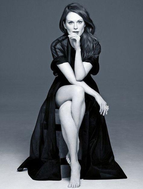 Julianne Moore, photo by Annie Leibovitz