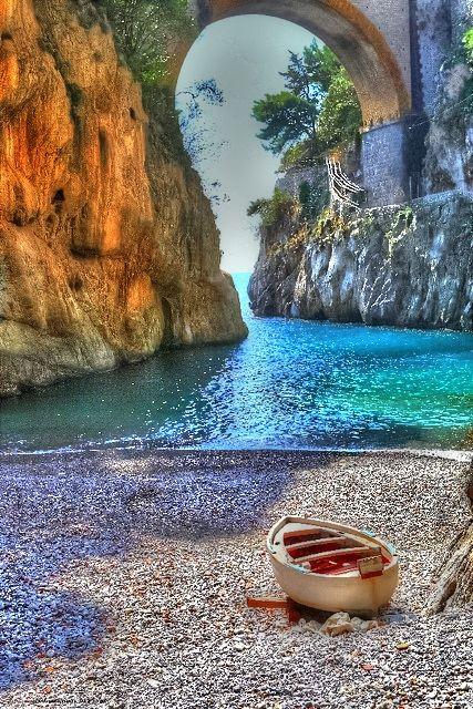 Fiordo di Furore, Amalfi Coast, Italy (http://www.venice-italy-veneto.com/best-beaches-near-amalfi.html)