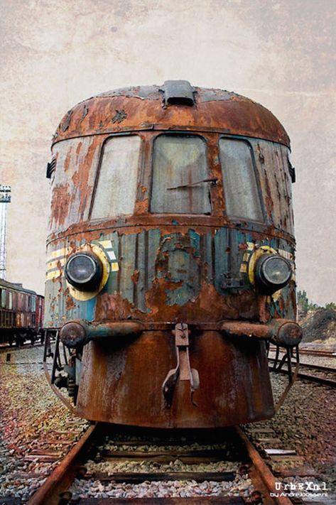 Urbex-les-vestiges-d-un-train-de-l-Orient-Express-abandonne-par-Andre-Joosse-2