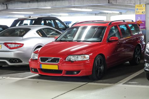 Looking for similar pins? Follow me! http://kohlsson.link/1W5N6ws | kevinohlsson.com Bright red Volvo V70R. Next to a Maserati. [4000 x 2667]