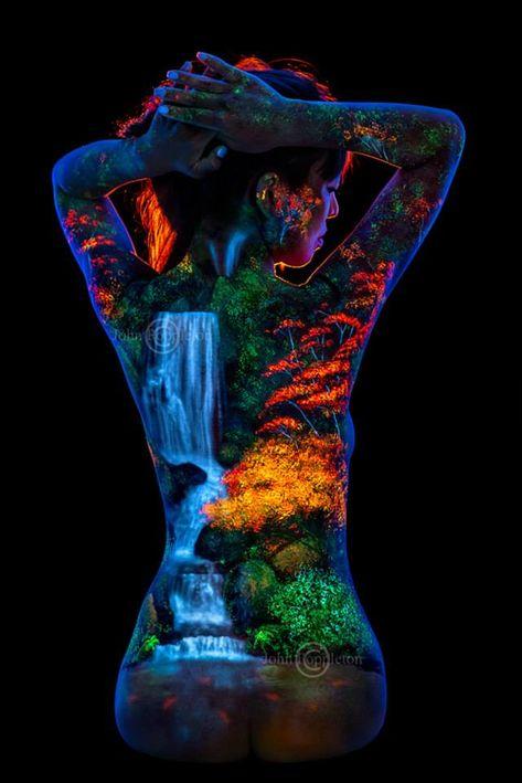 UV body painting & photograph by John Poppleton.