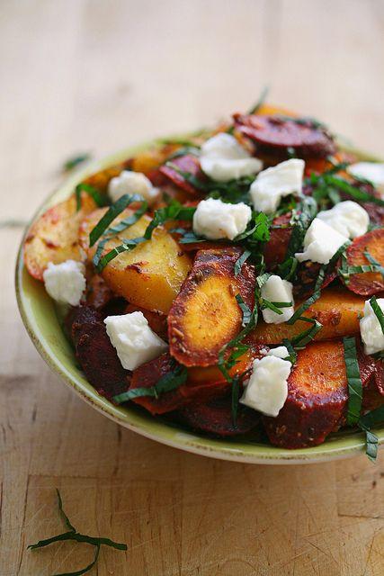 Moroccan-ish Carrot Salad (carrots, cumin, caraway seeds, spicy paprika, cinnamon, garlic, lemon juice, honey, mint, feta) #food