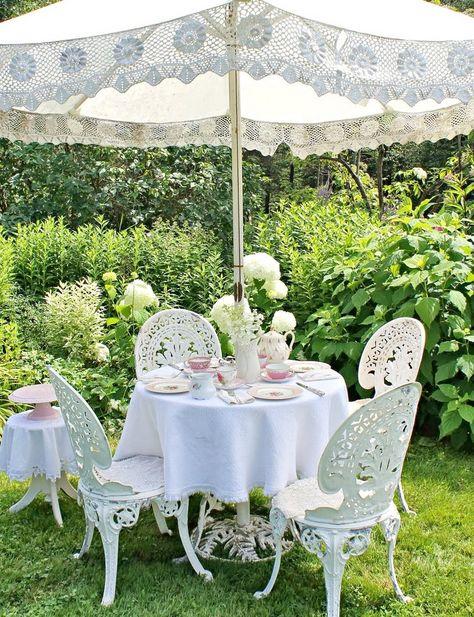 Creer Un Jardin Romantique Avec Un Mobilier Outdoor En Fer Forge