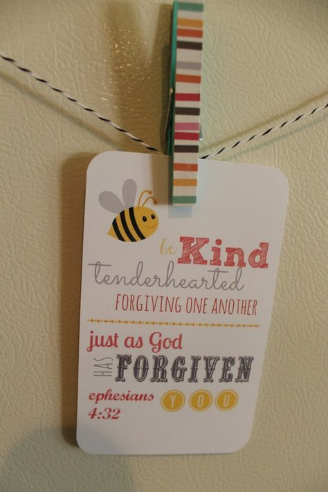 Hang a different memory verse each week for family to memorize. Great idea! (Cool Crafts For Preteens)