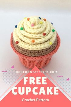 Want to crochet a cute cupcake? Click through for my FREE cupcake pin cushion crochet pattern, which could also make a sweet crochet birthday cake! Cupcake Crochet, Crochet Pincushion, Crochet Food, Crochet Kitchen, Crochet Bear, Crochet Gifts, Cute Crochet, Crochet Dolls, Knitted Dolls