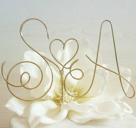 """Mi piace"": 5, commenti: 1 - Art in Garage (@artingarage_) su Instagram: ""#welovehandmade #weddingsign #weddingtime #cakedesign #caketopper #initials #iniziali…"""