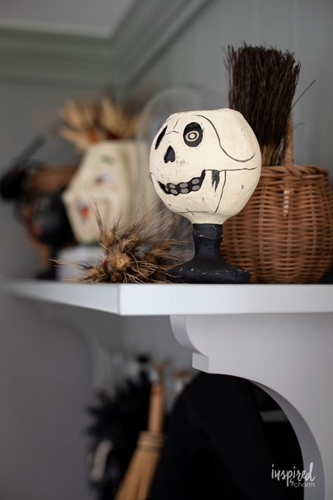 Witchy Halloween Entryway Decor #halloween #entryway #decor #decorating #ideas #spooky #witch