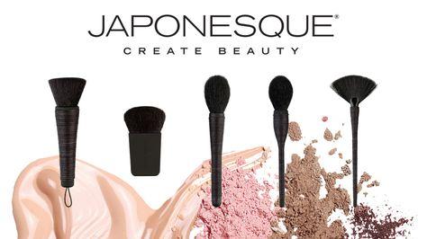 Η Japonesque είναι ένα αγαπημένο brand με επαγγελματικά προϊόντα και gadgets ομορφιάς ενώ τα πινέλα της χρησιμοποιούνται από top make up artist ανά τον κόσμο. Το νέο σε σχέση με την Japonesque είναι ότι λάνσαρε μια σειρά από πέντε πινέλα που φέρουν τον τίτλο Kumadori τα οποία αντλούν την έμπνευσή τους από τα πινέλα που χρησιμοποιούνταν στο αρχαίο ιαπωνικό θέατρο Kabuki. Σκοπός τους δε, είναι να τονίσουν τις εκφράσεις του προσώπου και τα χαρακτηριστικά μας και όχι να τα καλύψουν! Ανακαλύψτε…
