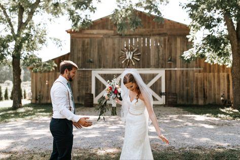 #bride #groom #brideandgroom #wedding #summerwedding #bridereveal #brideandgroomreveal #brideandgroomphotos #revealtogroom #weddingdress #weddingveils #weddingbouquet #brideandgroomportraits #weddingportraits