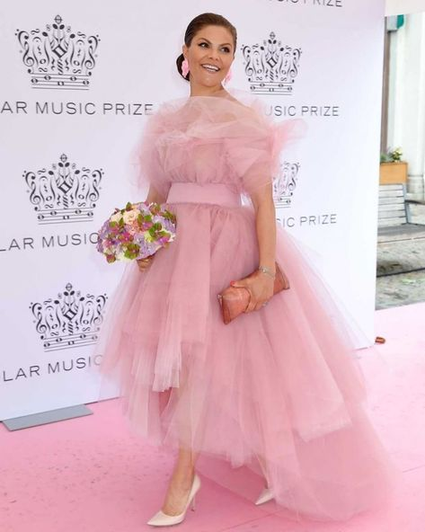 Princess Sofia had a yellow dress by Ida Lanto when she