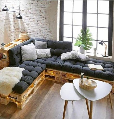 Pallet Furniture Cushions, Diy Pallet Couch, Diy Couch, Wooden Pallet Furniture, Couch Furniture, Furniture Ideas, Pallet Wood, Furniture From Pallets, Wooden Sofa