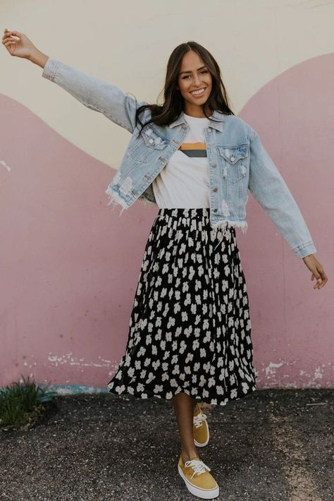 Floral Skirt Outfits, Cute Modest Outfits, Long Skirt Outfits For Summer, Casual Skirt Outfits, Summer Skirts, Office Outfits, Midi Skirt Casual, Floral Skirts, Spring Skirts Outfits