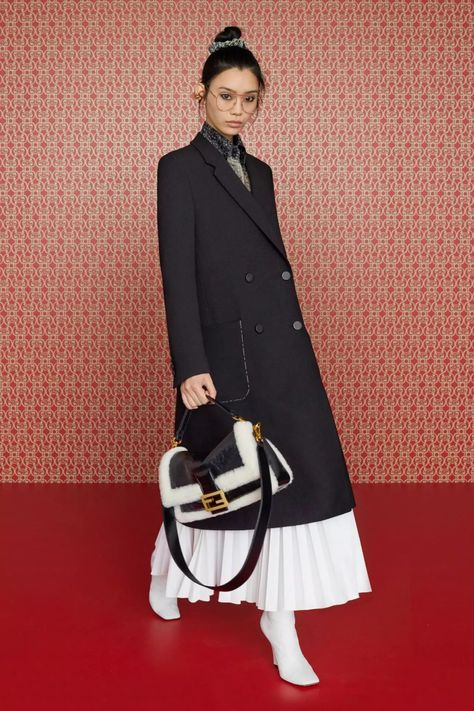 Fendi 2019 early autumn fashion collection, making women more refined and elegant - Page 38 of 44 - zzzzllee