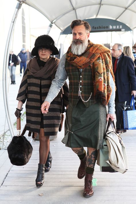 Remember: If the beard isn't making enough of a statement, add a kilt. Oh come on, lose the safety pin! Mode Masculine, Man Skirt, Men In Kilts, Stylish Couple, Komplette Outfits, Advanced Style, Fashion Couple, Hair And Beard Styles, Tartan