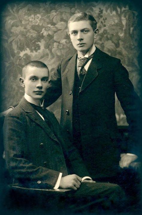 Handsome young gentlemen cabinet photo c 1900s
