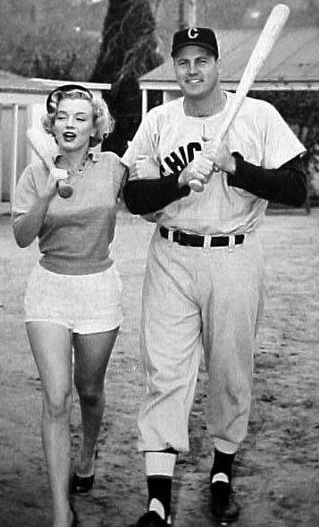 Classic Monroe In A League Of Our Own Marilyn Marilyn Monroe Actresses