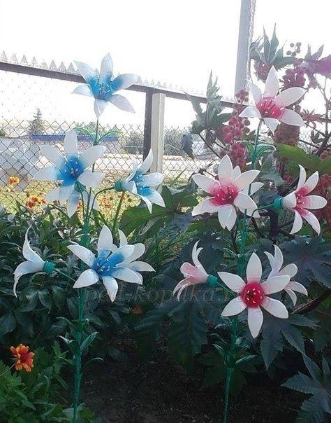 Witam Wiem Ze Lato Sie Skonczylo Ale Na Robienie Kwiatow Kazda Pora Jest Dobra Te Kwiaty Ni Plastic Bottle Flowers Plastic Bottle Art Water Bottle Crafts
