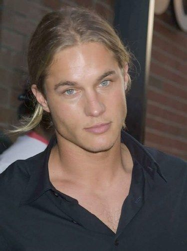 600full-travis-fimmel.jpg