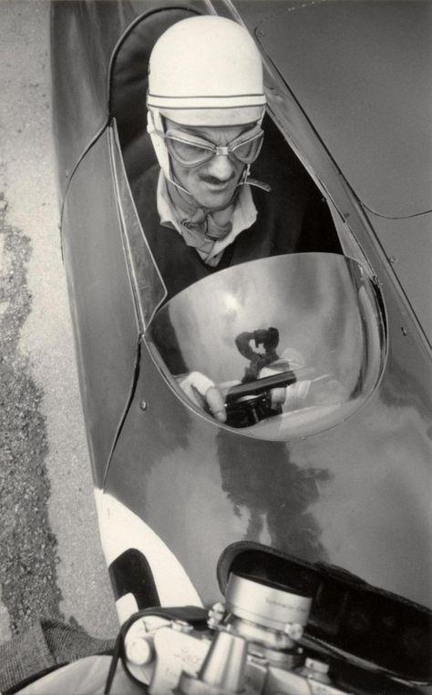 """Carlo Mollino è sul prototipo Nardi - Damonte """"bisiluro"""" creato da lui, per participare alle 24 H du Mans 1955. Ritirato (accidente)."""" 1955"""