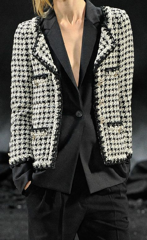 But the Chanel double jackets are truly special, totally drool-worthy. Re-creating the look is an interesting idea! For it to work for me, I'd need to buy a one size smaller, well tailored jacket, perhaps unlined (not a