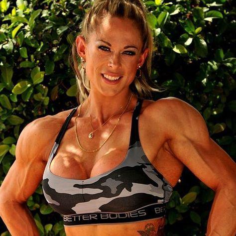 Jeg har lige afsluttet en super god skuldertræning med @hrdado i @back2basic_gym! Her er vores program i grove træk: 4 Skulder pres db 4 Lateral raises db - dropx3 4 BB pres 4 Rear delt db - Giant set 4 Rear delt fly - super set band -og så lidt ekstra triceps til vi ikke kunne mere!  #gym #lift #bodybuilding #ifbbpro #progress #back2basic #fitness #skulder #workout