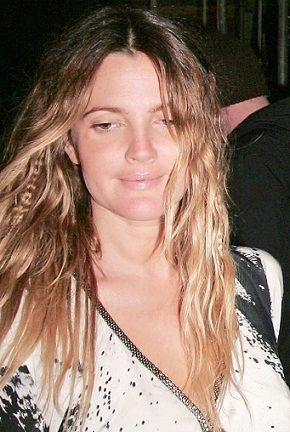 14 Amazing Pictures Of Drew Barrymore Without Makeup Styles At Life Without Makeup No Makeup Selfies Fashion Makeup