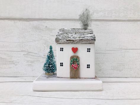Christmas Gift • Christmas House • Christmas Ornament • Christmas Decor • Christmas Home • Driftwood House • Driftwood Cottage • Christmas #etsy #housewares #homedecor #white #christmas #red #handcraftedhomeart #livingroomdecor #christmasgift #christmasornament