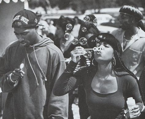1992 on the set of Poetic Justice with Janet Jackson and Tupac 2pac, Tupac Shakur, Poetic Justice Braids, Rapper, 90s Hip Hop, The Jacksons, Hip Hop Fashion, Fashion 2018, Retro Vintage