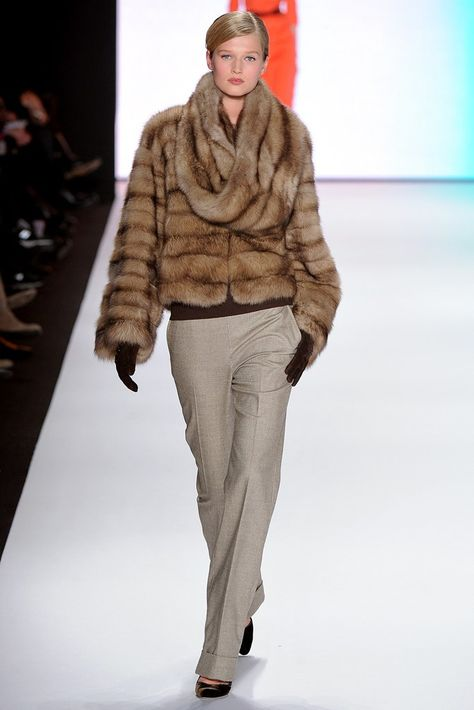 Carolina Herrera Fall 2011 Ready-to-Wear Fashion Show - Toni Garrn