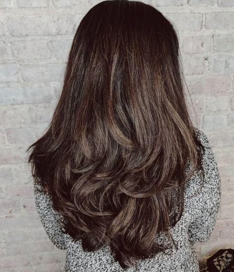 Lange Zerzauste Voluminose Frisur Frisur Dicke Haare Lange Stufenhaarschnitte Haar Styling