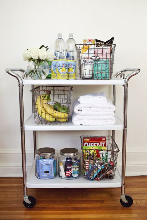 Guest room cart - create a fun cart for overnight guests with snacks and extra toiletries. Such a good idea. Quinta Interior, Guest Room Essentials, Ideas Para Organizar, Beautiful Mess, Guest Suite, Spare Room, Dorm Room, Guest Bedrooms, Small Bedrooms
