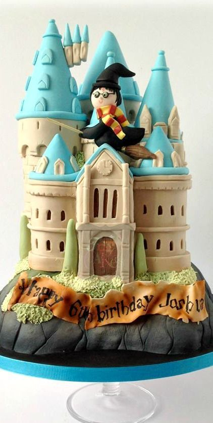 Harry Potter Hogwarts Castle Cake Harry Potter Castle Cake Harry Potter Birthday Cake Harry Potter Cake Ive been hitting the links and i feel like ive learned a lot this past week. pinterest