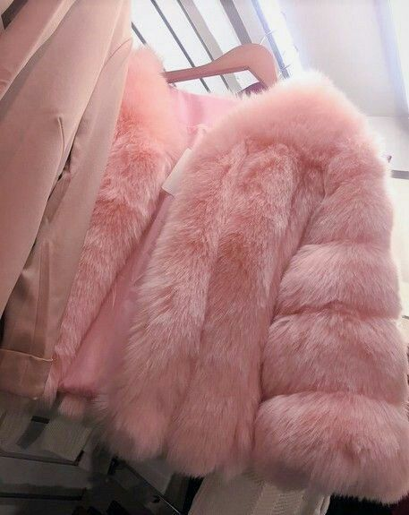 Imagen de pink, fashion, and fur Pastel Outfit, Five Jeans, Pink Fashion, Fashion Outfits, 90s Fashion, Rosa Style, Pink Fur Coat, Chanel Oberlin, Mode Rose