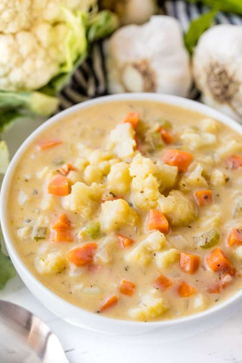 Creamy Cauliflower Soup is the perfect comfort food for cold days. This easy veg… Creamy Cauliflower Soup is the perfect comfort food for cold days. This easy vegetable soup is full of both flavor and nutrition! Creamy Cauliflower Soup, Cauliflower Recipes, Cauliflower Chowder, Cauliflower Salad, Vegetarian Recipes, Cooking Recipes, Healthy Recipes, Easy Vegetable Soup, Gastronomia