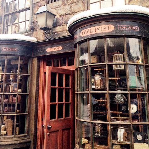 harry potter, hogwarts, and owl post image Harry Potter World, Mundo Harry Potter, Harry Potter Universal, Harry Potter Diagon Alley, Harry Potter Shop, Hipster Vintage, Style Hipster, Hogwarts Mystery, Harry Potter Wallpaper