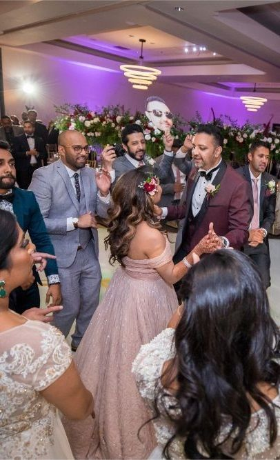 Wedding Reception Dance Of Couple The Moment Is Must Memorable To Them Weddingreception Weddingphotography Ptaufiqphotography