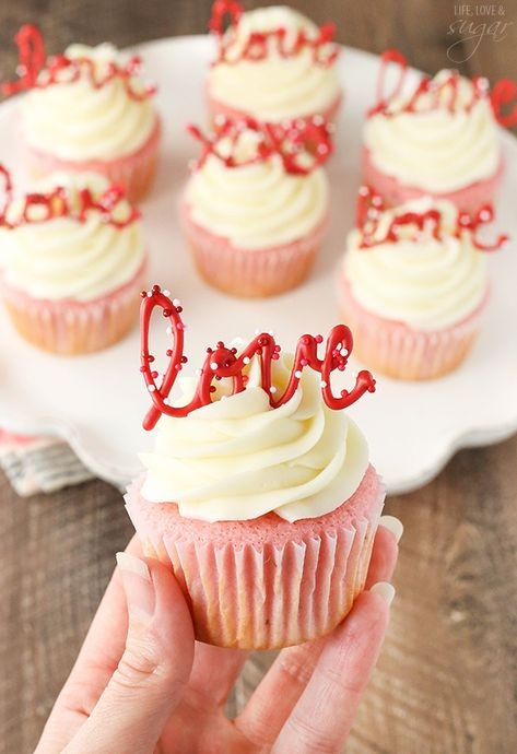 Strawberry Cupcakes with Cream Cheese Frosting - the love toppers make them the perfect treat for Valentine's Day! day cupcakes Strawberry Cupcakes with Cream Cheese: Tasty & Pretty Too! Valentine Desserts, Valentine Day Cupcakes, Valentines Food, Mini Desserts, Dessert Recipes, Easter Cupcakes, Flower Cupcakes, Christmas Cupcakes, Heart Cupcakes