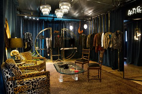 A look into AtelierSavas's glam rock space.