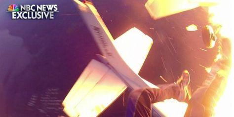2 Flygplan fulla med fallskärmshoppare kraschar i ett eldmoln. Alla överlever. #Obsid #Fallskärmshopp #Samtalsämnen http://www.obsid.se/livsstil/2-flygplan-fulla-med-fallskarmshoppare-kraschar-ett-eldmoln-alla-overlever/