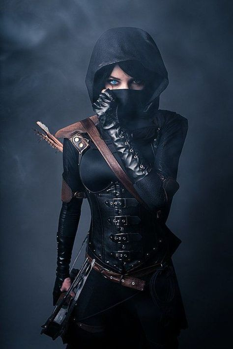 Cool thief or assassin costume. Gotta be dressed in all black for this gig. The brown leather highlights are a nice touch. More a steampunk ninja mesh.
