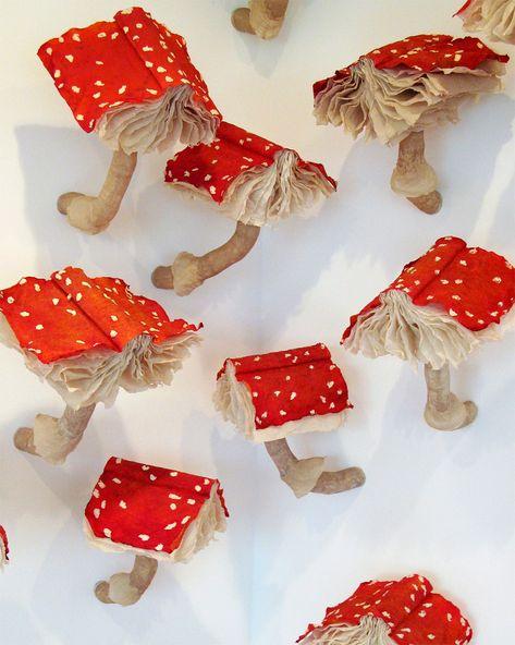 Melissa Jay Craig - Mushroom Book Installation, (S)Edition exhibited at the Morgan Conservatory in Cleveland, Ohio in 2010 Mushroom Crafts, Mushroom Art, Book Installation, Retro Poster, Arts And Crafts, Paper Crafts, Colossal Art, Book Sculpture, Paper Sculptures