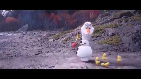 Does Elsa have a girlfriend in frozen 2?