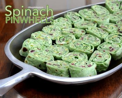 Spinach Pinwheels with Pears & Dried Cranberries, a festive holiday appetizer from #AVeggieVenture. #LowCarb. For Weight Watchers, just #PP1.