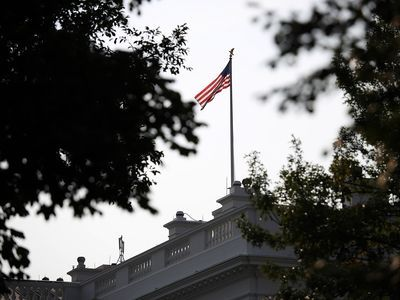 Via Coveringpotu American Flags Flying The Washington Post White House