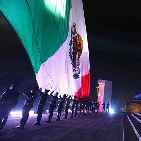 Hermosa, bandera de México.