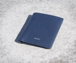 9583de873d4e5 La firma de lujo italiana vuelve a la carga con su nueva colección de  monederos y billeteras Gucci para hombre marcada por e…