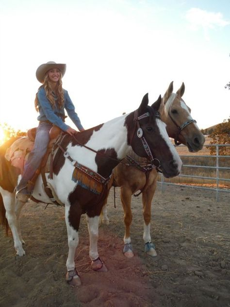 Designer Spotlight: Western Dove - Two Western Dove Tack Sets Cow Girl, Horse Girl, Cowgirl And Horse, Horse Love, Cowgirl Tuff, Cowgirl Style, Western Style, Western Riding, Trail Riding