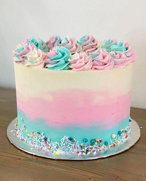Gender Reveal Cake Ideas - Amazing cakes to inspire! Little Girl Birthday Cakes, Little Girl Cakes, Pretty Birthday Cakes, Baby Girl Cakes, Pretty Cakes, Cute Cakes, Lol Birthday Cake, Vanilla Layer Cake Recipe, Easy Vanilla Frosting