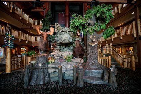 Lobby at Great Wolf Lodge, complete with talking tree, moose and wolf.